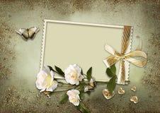 Uitstekende achtergrond met frame en rozen Royalty-vrije Stock Foto's