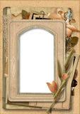 Uitstekende achtergrond met oud fotoframe Stock Foto's