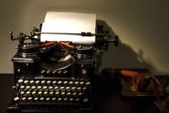 Uitstekende achtergrond Oude schrijfmachine royalty-vrije stock foto's