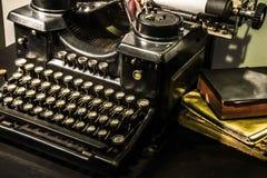 Uitstekende achtergrond Oude schrijfmachine stock afbeeldingen