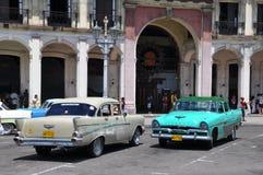 Uitstekende Amerikaanse auto's in Havana, Cuba Stock Foto