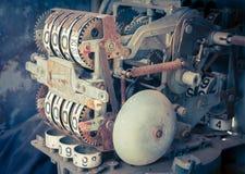 Uitstekende analoge oliemeter van een pomp, cijfers van mechanische oliepomp Stock Afbeeldingen
