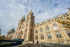 Uitstekende architectuur van Biologiemuseum met bewolkte hemel blauwe hemel in de winter stock fotografie