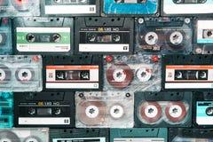 Uitstekende audiocassette op houten achtergrond royalty-vrije stock fotografie