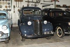 Uitstekende Auto 1940 Chevrolet In de voorsteden Royalty-vrije Stock Fotografie