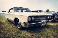 Uitstekende auto Chrysler Newyorker, 1965 Royalty-vrije Stock Foto