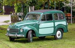 Uitstekende Auto in de Binnenplaats Royalty-vrije Stock Afbeeldingen