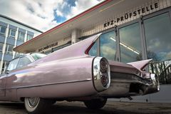 Uitstekende Auto in een garage Stock Foto