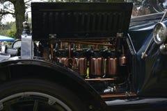Uitstekende auto opgepoetste kopermotor stock afbeeldingen