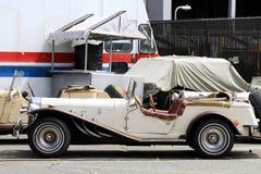 Uitstekende Auto toont in een zonnige dag royalty-vrije stock afbeelding