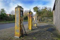 Uitstekende benzinepompen Stock Afbeelding