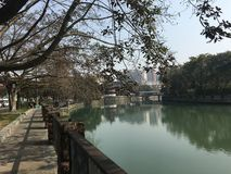 Uitstekende binnenplaatsen en rivieroeverlandschappen met representatieve Jiangnan-stijl in China royalty-vrije stock afbeelding
