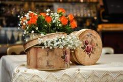 Uitstekende bloemdoos royalty-vrije stock foto