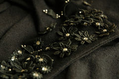 Uitstekende bloemenapplique met rhinetonecentra stock afbeeldingen