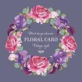 Uitstekende bloemengroetkaart met een kader van waterverf roze rozen en violette iris Stock Fotografie