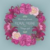 Uitstekende bloemenkaart met een kader van pioenen en lelies Stock Foto