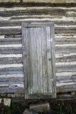 Uitstekende blokhuisdeur stock afbeeldingen