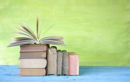 Uitstekende boeken één opend Royalty-vrije Stock Fotografie
