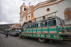 Uitstekende bussen in Colombia stock afbeeldingen