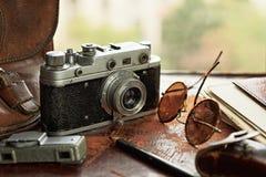 Uitstekende camera en blootstellingsmeter Royalty-vrije Stock Foto's