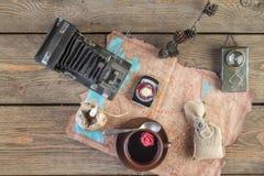 Uitstekende camera en koffie Stock Fotografie