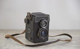 Uitstekende camera met riem royalty-vrije stock afbeeldingen
