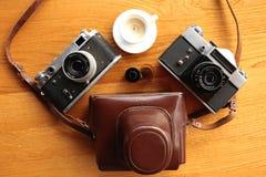 Uitstekende camera op houten lijst Royalty-vrije Stock Afbeelding