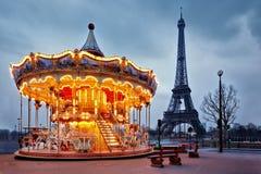 Uitstekende carrousel dicht bij de Toren van Eiffel, Parijs Stock Afbeelding