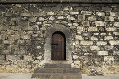 Uitstekende die deur in het centrum wordt geplaatst Royalty-vrije Stock Afbeeldingen