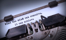 Uitstekende die inschrijving door oude schrijfmachine wordt gemaakt Royalty-vrije Stock Foto's