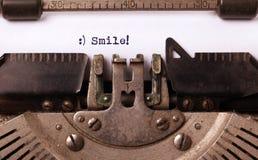 Uitstekende die inschrijving door oude schrijfmachine wordt gemaakt Stock Foto's