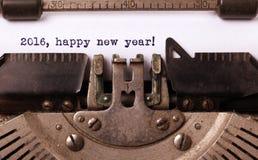 Uitstekende die inschrijving door oude schrijfmachine wordt gemaakt Stock Fotografie