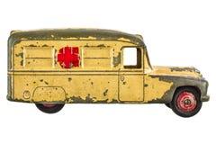 Uitstekende die stuk speelgoed ziekenwagen op wit wordt geïsoleerd stock foto's