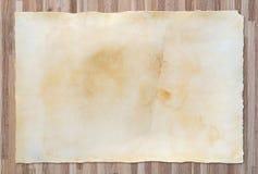 Uitstekende document textuur op houten achtergrond Royalty-vrije Stock Fotografie