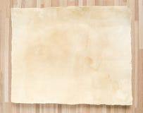 Uitstekende document textuur op houten achtergrond Royalty-vrije Stock Foto