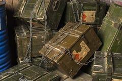 Uitstekende Doos munitie Met het knippen van weg royalty-vrije stock afbeelding