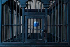 Uitstekende en Oude Houten Vogelkooi met Waterkoppen Stock Afbeelding