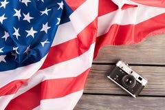 Uitstekende filmcamera en de vlag van de V.S. Royalty-vrije Stock Foto