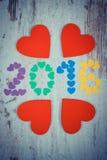 Uitstekende foto, Gelukkig nieuw jaar 2016 gemaakt van kleurrijke harten en rode houten harten Royalty-vrije Stock Afbeeldingen