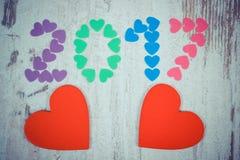 Uitstekende foto, Gelukkig nieuw jaar 2017 gemaakt van kleurrijke harten en rode houten harten Stock Afbeeldingen