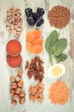 Uitstekende foto, Ingrediënten en producten die ijzer en dieetvezel, gezonde voeding bevatten stock foto's