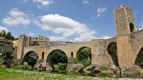 Uitstekende foto van middeleeuwse stad met brug stock footage
