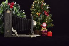 Uitstekende fotocamera en vrolijke Kerstmis royalty-vrije stock afbeelding