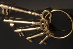 Uitstekende gouden sleutels op een sleutelring Royalty-vrije Stock Fotografie