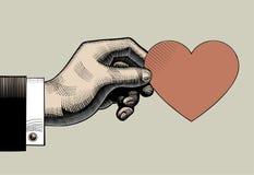 Uitstekende gravuretekening van hand die een rood hart met I houden lov Royalty-vrije Stock Foto