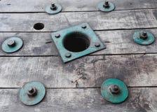 Uitstekende groene bout op uitstekend hout Royalty-vrije Stock Foto