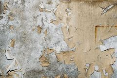 Uitstekende grungetextuur als achtergrond van oude concrete muur met gebarsten doorstane verf en sporen van waterstroken Royalty-vrije Stock Afbeelding