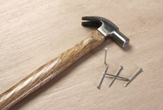 Uitstekende hamer met spijkers Royalty-vrije Stock Foto