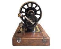 Uitstekende hand naaimachine, selectieve die nadruk, knipsel, op wit wordt geïsoleerd royalty-vrije stock afbeeldingen