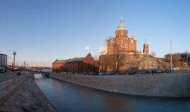 Uitstekende havenfaciliteiten en de Kathedraal van de Veronderstelling Stock Foto